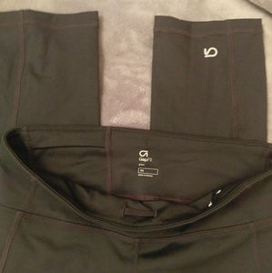 GapFit gfast Capri length Xsmall workout pants